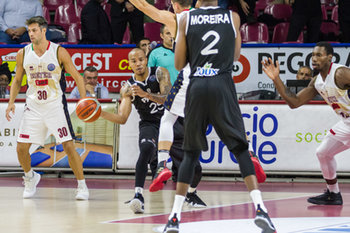 09/10/2018 - Will Hatcher passa la palla a Yanich Moreira - UMANA REYER VENEZIA VS PAOK SALONICCO  - CHAMPIONS LEAGUE - BASKET