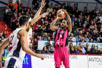 22/01/2019 - Josh Mayo al tiro - UMANA REYER VENEZIA VS TELEKOM BASKETS BONN - CHAMPIONS LEAGUE - BASKET