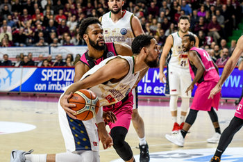 22/01/2019 - Austin Daye in entrata su James Webb III - UMANA REYER VENEZIA VS TELEKOM BASKETS BONN - CHAMPIONS LEAGUE - BASKET