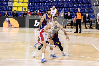 01/10/2020 - Johannes Voigtmann of CSKA Moscow competes with Nikola Mirotic of Fc Barcelona during the Turkish Airlines EuroLeague Basketball match between Fc Barcelona and CSKA Moscow on October 01, 2020 at Palau Blaugrana in Barcelona, Spain - Photo Javier Borrego / Spain DPPI / DPPI - FC BARCELONA VS CSKA MOSCOW - EUROLEAGUE - BASKET