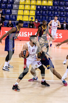 01/10/2020 - Nikita Kurbanov of CSKA Moscow competes with Alex Abrines of Fc Barcelona during the Turkish Airlines EuroLeague Basketball match between Fc Barcelona and CSKA Moscow on October 01, 2020 at Palau Blaugrana in Barcelona, Spain - Photo Javier Borrego / Spain DPPI / DPPI - FC BARCELONA VS CSKA MOSCOW - EUROLEAGUE - BASKET
