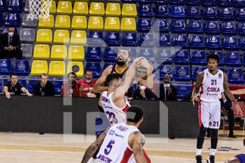 01/10/2020 - Nikola Mirotic of Fc Barcelona competes for the ball with Tornike Shengelia of CSKA Moscow during the Turkish Airlines EuroLeague Basketball match between Fc Barcelona and CSKA Moscow on October 01, 2020 at Palau Blaugrana in Barcelona, Spain - Photo Javier Borrego / Spain DPPI / DPPI - FC BARCELONA VS CSKA MOSCOW - EUROLEAGUE - BASKET