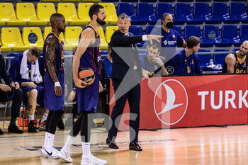 01/10/2020 - Sarunas Jasikevicius, Head coach of Fc Barcelona, Nikola Mirotic of Fc Barcelona and Cory Higgins of Fc Barcelona during the Turkish Airlines EuroLeague Basketball match between Fc Barcelona and CSKA Moscow on October 01, 2020 at Palau Blaugrana in Barcelona, Spain - Photo Javier Borrego / Spain DPPI / DPPI - FC BARCELONA VS CSKA MOSCOW - EUROLEAGUE - BASKET