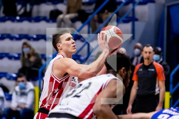 19/01/2021 - Kaleb Tarczewski (A|X Armani Exchange Milano) at free throw - VANOLI CREMONA VS A|X ARMANI EXCHANGE MILANO - SERIE A - BASKET
