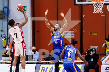 19/01/2021 - Zach Leday (A|X Armani Exchange Milano) at throw - VANOLI CREMONA VS A|X ARMANI EXCHANGE MILANO - SERIE A - BASKET