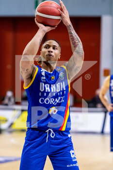19/01/2021 - T.J. Williams (Vanoli Cremona) at free throw - VANOLI CREMONA VS A|X ARMANI EXCHANGE MILANO - SERIE A - BASKET