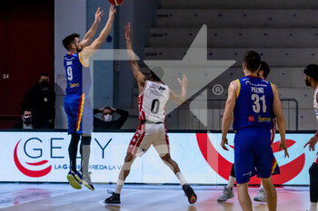 19/01/2021 - Fabio Mian (Vanoli Cremona) at three point throw - VANOLI CREMONA VS A|X ARMANI EXCHANGE MILANO - SERIE A - BASKET