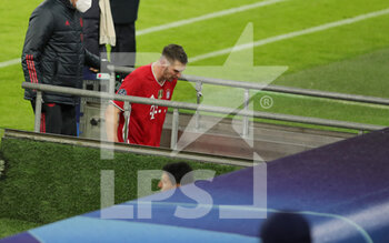 07/04/2021 - Niklas Suele of Bayern Munich injured during the UEFA Champions League, quarter final, 1st leg football match between Bayern Munich and Paris Saint-Germain on April 7, 2021 at Allianz Arena in Munich, Germany - Photo Marcel Engelbrecht / firo Sportphoto / DPPI - BAYERN MUNICH VS PARIS SAINT-GERMAIN - UEFA CHAMPIONS LEAGUE - CALCIO
