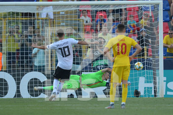27/06/2019 - Germany´s Gian Luca Waldschmidt scores penalty goal for 2 - 2 beating the romanian goalkeeper Ionut Andrei Radu  - UEFA EUROPEAN UNDER-21 CHAMPIONSHIP 2019 - SEMIFINALS MATCH BETWEEN GERMANY AND ROMANIA - INTERNAZIONALI - CALCIO