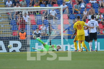 27/06/2019 - Romanian goalkeeper Ionut Andrei Radu dive to save the third goal of Germany scored by Gian Luca Waldschmidt for 3 - 2 - UEFA EUROPEAN UNDER-21 CHAMPIONSHIP 2019 - SEMIFINALS MATCH BETWEEN GERMANY AND ROMANIA - INTERNAZIONALI - CALCIO