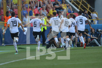 27/06/2019 - Germany players jubilate to fans after Gian Luca Waldschmidt´s goal for 3 - 2 - UEFA EUROPEAN UNDER-21 CHAMPIONSHIP 2019 - SEMIFINALS MATCH BETWEEN GERMANY AND ROMANIA - INTERNAZIONALI - CALCIO