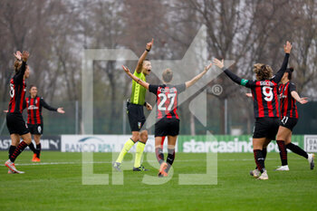 15/11/2020 - AC Milan players protest with the referee for a potential penalty - AC MILAN VS AS ROMA - SERIE A FEMMINILE - CALCIO