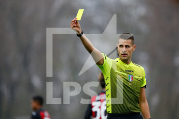 15/11/2020 - The referee shows a yellow card to a AS Roma player - AC MILAN VS AS ROMA - SERIE A FEMMINILE - CALCIO