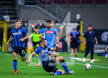 28/07/2020 - Stefan de Vrij of FC Internazionale fights for the ball against Lorenzo Insigne of SSC Napoli during the Serie A 2019/20 match between FC Internazionale vs SSC Napoli at the San Siro Stadium, Milan, Italy on July 28, 2020 - Photo Fabrizio Carabelli - INTER VS NAPOLI - SERIE A - CALCIO
