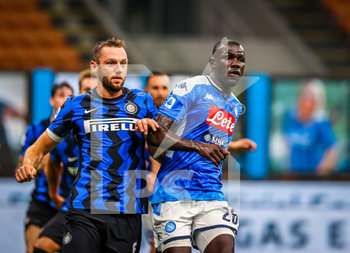 28/07/2020 - Kalidou Koulibaly of SSC Napoli fights for the ball against Stefan de Vrij of FC Internazionale during the Serie A 2019/20 match between FC Internazionale vs SSC Napoli at the San Siro Stadium, Milan, Italy on July 28, 2020 - Photo Fabrizio Carabelli - INTER VS NAPOLI - SERIE A - CALCIO