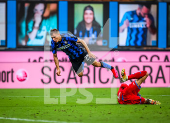 28/07/2020 - Nicolo Barella of FC Internazionale fights for the ball against Alex Meret of SSC Napoli during the Serie A 2019/20 match between FC Internazionale vs SSC Napoli at the San Siro Stadium, Milan, Italy on July 28, 2020 - Photo Fabrizio Carabelli - INTER VS NAPOLI - SERIE A - CALCIO