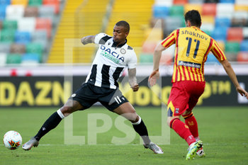29/07/2020 - Udinese's Souza Silva Walace (L) and Lecce's Ievgenii Shakhov in action during the Italian Serie A soccer match Udinese Calcio vs US Lecce at the Friuli - Dacia Arena stadium in Udine, Italy, 29 July 2020. ANSA/GABRIELE MENIS - UDINESE VS LECCE - SERIE A - CALCIO