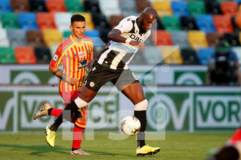 29/07/2020 - Udinese's Seko Fofana (R) and Lecce's Filippo Falco in action during the Italian Serie A soccer match Udinese Calcio vs US Lecce at the Friuli - Dacia Arena stadium in Udine, Italy, 29 July 2020. ANSA/GABRIELE MENIS - UDINESE VS LECCE - SERIE A - CALCIO