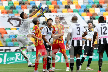29/07/2020 - Udinese's goalkeeper Juan Musso in action during the Italian Serie A soccer match Udinese Calcio vs US Lecce at the Friuli - Dacia Arena stadium in Udine, Italy, 29 July 2020. ANSA/GABRIELE MENIS - UDINESE VS LECCE - SERIE A - CALCIO