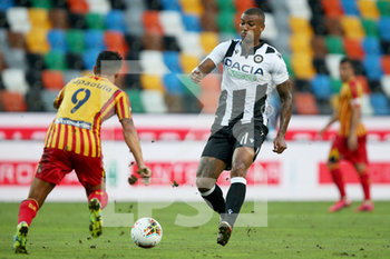 29/07/2020 - Udinese's Souza Silva Walace (R) and Lecce's Gianluca Lapadula in action during the Italian Serie A soccer match Udinese Calcio vs US Lecce at the Friuli - Dacia Arena stadium in Udine, Italy, 29 July 2020. ANSA/GABRIELE MENIS - UDINESE VS LECCE - SERIE A - CALCIO