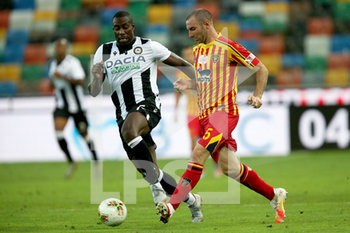 29/07/2020 - Udinese's Stefano Okaka (L) and Lecce's Fabio Lucioni in action during the Italian Serie A soccer match Udinese Calcio vs US Lecce at the Friuli - Dacia Arena stadium in Udine, Italy, 29 July 2020. ANSA/GABRIELE MENIS - UDINESE VS LECCE - SERIE A - CALCIO
