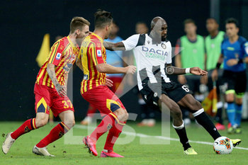 29/07/2020 - Udinese's Seko Fofana (R) and Lecce's Fabio Lucioni in action during the Italian Serie A soccer match Udinese Calcio vs US Lecce at the Friuli - Dacia Arena stadium in Udine, Italy, 29 July 2020. ANSA/GABRIELE MENIS - UDINESE VS LECCE - SERIE A - CALCIO