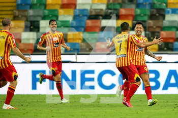 29/07/2020 - Lecce's Gianluca Lapadula (R) jubilates with his teammates after scoring the goal during the Italian Serie A soccer match Udinese Calcio vs US Lecce at the Friuli - Dacia Arena stadium in Udine, Italy, 29 July 2020. ANSA/GABRIELE MENIS - UDINESE VS LECCE - SERIE A - CALCIO