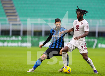 22/11/2020 - Soualiho Meite of Torino FC fights for the ball against Roberto Gagliardini of FC Internazionale during the Serie A 2020/21 match between FC Internazionale vs Torino FC at the San Siro Stadium, Milan, Italy on November 22, 2020 - Photo FCI/Fabrizio Carabelli - INTER VS TORINO - SERIE A - CALCIO
