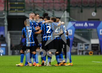 22/11/2020 - Romelu Lukaku of FC Internazionale celebrates with his teammates during the Serie A 2020/21 match between FC Internazionale vs Torino FC at the San Siro Stadium, Milan, Italy on November 22, 2020 - Photo FCI/Fabrizio Carabelli - INTER VS TORINO - SERIE A - CALCIO