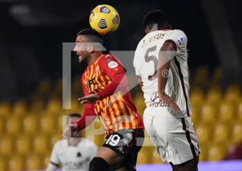 21/02/2021 - Roberto Insigne (Benevento Calcio ) Chris Smalling (AC ROMA ) - BENEVENTO CALCIO VS AS ROMA - SERIE A - CALCIO
