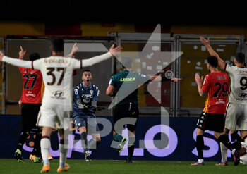 21/02/2021 - penalty kick then canceled by the var for fuoti game by the referee Luca Pairetto - BENEVENTO CALCIO VS AS ROMA - SERIE A - CALCIO