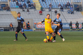 Robert Gucher anticipa Filippo Nardi del Novara - NOVARA vs PISA - TIM CUP - CALCIO