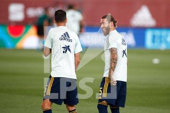06/09/2020 - Sergio Ramos of Spain talks to Sergio Busquets in warm up before the UEFA Nations League football match between Spain and Ukraine on september 06, 2020 at Alfredo Di Stefano stadium in Valdebebas near Madrid, Spain - Photo Oscar J Barroso / Spain DPPI / DPPI - SPAGNA VS UCRAINA - UEFA NATIONS LEAGUE - CALCIO