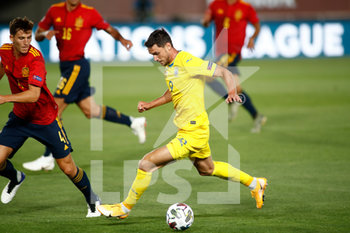 06/09/2020 - Roman Yaremchuk of Ukraine and Pau Torres of Spain in action during the UEFA Nations League football match between Spain and Ukraine on september 06, 2020 at Alfredo Di Stefano stadium in Valdebebas near Madrid, Spain - Photo Oscar J Barroso / Spain DPPI / DPPI - SPAGNA VS UCRAINA - UEFA NATIONS LEAGUE - CALCIO