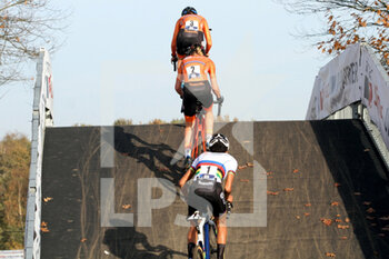 07/11/2020 - Lucinda Brand, Annemarie Worst and Ceylin del Carmen Alvarado (NED) during the 2020 UEC Cyclo-Cross European Championships, Women Elite, on november 7, 2020 in Rosmalen, The Netherlands - Photo Orange Pictures / DPPI - 2020 UEC CYCLO-CROSS EUROPEAN CHAMPIONSHIPS, MEN UNDER 23 - CICLOCROSS - CICLISMO