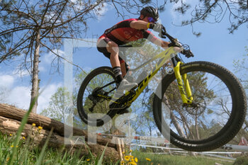 03/04/2021 - Riders at jump on MTB Verona International 2021 - VERONA MTB INTERNATIONAL XCO -  CATEGORIA OPEN MAN - MTB - MOUNTAIN BIKE - CICLISMO