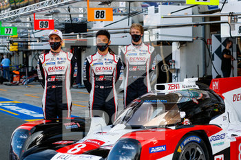 16/09/2020 - 08 Buemi S.bastien (swi), Hartley Brendon (nzl), Nakajima Kazuki (jpn), Toyota Gazoo Racing, Toyota TS050 Hybrid, portrait during the scrutineering of the 2020 24 Hours of Le Mans, 7th round of the 2019...20 FIA World Endurance Championship on the Circuit des 24 Heures du Mans, from September 16 to 20, 2020 in Le Mans, France - Photo Fr.d.ric Le Floc...h / DPPI - 24 HOURS OF LE MANS 2020 - ENDURANCE - MOTORI
