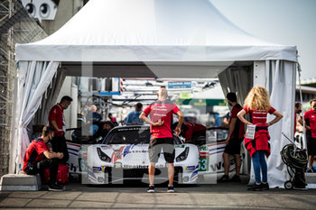 16/09/2020 - 63 MacNeil Cooper (usa), Segal Jeff (usa), Vilander Toni (fin), WeatheTech Racing, Ferrari 488 GTE Evo, ambiance during the scrutineering of the 2020 24 Hours of Le Mans, 7th round of the 2019...20 FIA World Endurance Championship on the Circuit des 24 Heures du Mans, from September 16 to 20, 2020 in Le Mans, France - Photo Thomas Fenetre / DPPI - 24 HOURS OF LE MANS 2020 - ENDURANCE - MOTORI