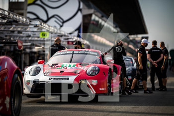 16/09/2020 - 91 Bruni Gianmaria (ita), Lietz Richard (aut), Makowiecki Fr..d..ric (fra), Porsche GT Team, Porsche 911 RSR-19, ambiance during the scrutineering of the 2020 24 Hours of Le Mans, 7th round of the 2019...20 FIA World Endurance Championship on the Circuit des 24 Heures du Mans, from September 16 to 20, 2020 in Le Mans, France - Photo Thomas Fenetre / DPPI - 24 HOURS OF LE MANS 2020 - ENDURANCE - MOTORI