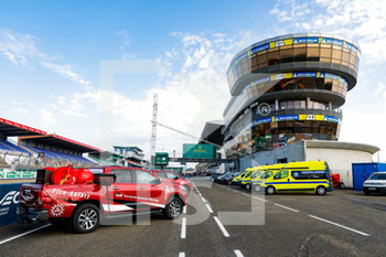16/09/2020 - Ambiance, fire safety car, during the scrutineering of the 2020 24 Hours of Le Mans, 7th round of the 2019...20 FIA World Endurance Championship on the Circuit des 24 Heures du Mans, from September 16 to 20, 2020 in Le Mans, France - Photo Fr.d.ric Le Floc...h / DPPI - 24 HOURS OF LE MANS 2020 - ENDURANCE - MOTORI