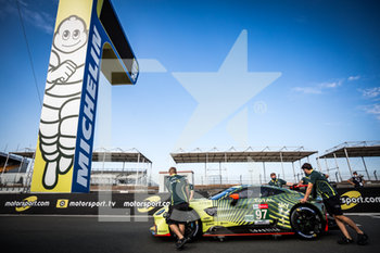 16/09/2020 - 97 Lynn Alex (gbr), Martin Maxime (bel), Tincknell Harry (gbr), Aston Martin Racing, Aston Martin Vantage AMR, ambiance during the scrutineering of the 2020 24 Hours of Le Mans, 7th round of the 2019...20 FIA World Endurance Championship on the Circuit des 24 Heures du Mans, from September 16 to 20, 2020 in Le Mans, France - Photo Thomas Fenetre / DPPI - 24 HOURS OF LE MANS 2020 - ENDURANCE - MOTORI