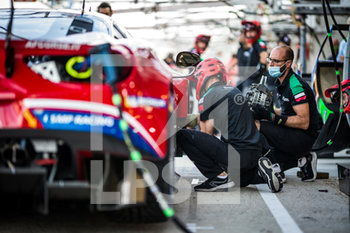 16/09/2020 - Ambiance, Brakes disc change during the scrutineering of the 2020 24 Hours of Le Mans, 7th round of the 2019...20 FIA World Endurance Championship on the Circuit des 24 Heures du Mans, from September 16 to 20, 2020 in Le Mans, France - Photo Thomas Fenetre / DPPI - 24 HOURS OF LE MANS 2020 - ENDURANCE - MOTORI