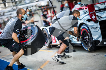 16/09/2020 - 03 Berthon Nathanael (fra), Del..traz Louis (swi), Dumas Romain (fra), Rebellion Racing, Rebellion R13-Gibson, ambiance during the scrutineering of the 2020 24 Hours of Le Mans, 7th round of the 2019...20 FIA World Endurance Championship on the Circuit des 24 Heures du Mans, from September 16 to 20, 2020 in Le Mans, France - Photo Thomas Fenetre / DPPI - 24 HOURS OF LE MANS 2020 - ENDURANCE - MOTORI