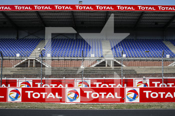 16/09/2020 - Total brand, empty grandstands, gradins during the scrutineering of the 2020 24 Hours of Le Mans, 7th round of the 2019...20 FIA World Endurance Championship on the Circuit des 24 Heures du Mans, from September 16 to 20, 2020 in Le Mans, France - Photo Xavi Bonilla / DPPI - 24 HOURS OF LE MANS 2020 - ENDURANCE - MOTORI