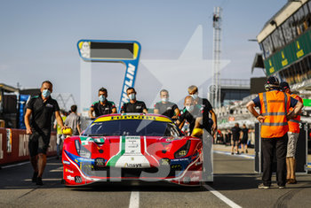 16/09/2020 - Bird Sam (gbr), Molina Miguel (esp), Rigon Davide (ita), AF Corse, Ferrari 488 GTE Evo, ambiance during the scrutineering of the 2020 24 Hours of Le Mans, 7th round of the 2019...20 FIA World Endurance Championship on the Circuit des 24 Heures du Mans, from September 16 to 20, 2020 in Le Mans, France - Photo Fr..d..ric Le Floc...h / DPPI - 24 HOURS OF LE MANS 2020 - ENDURANCE - MOTORI