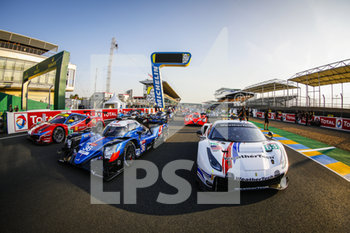 16/09/2020 - 63 MacNeil Cooper (usa), Segal Jeff (usa), Vilander Toni (fin), WeatheTech Racing, Ferrari 488 GTE Evo, action 36 Laurent Thomas (fra), Negrao Andr.. (bra), Ragues Pierre (fra), Signatech Alpine Elf, Alpine A470-Gibson, action ambiance, family picture during the scrutineering of the 2020 24 Hours of Le Mans, 7th round of the 2019...20 FIA World Endurance Championship on the Circuit des 24 Heures du Mans, from September 16 to 20, 2020 in Le Mans, France - Photo Fr..d..ric Le Floc...h / DPPI - 24 HOURS OF LE MANS 2020 - ENDURANCE - MOTORI