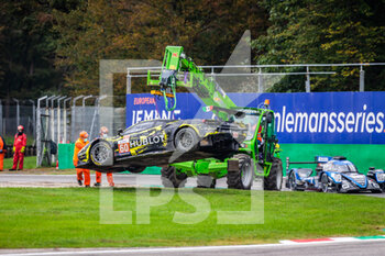 11/10/2020 - crash, accident, 60 Schiavoni Claudio (ita), Mastronardi Rino (ita), Nielsen Nicklas (dnk), Iron Lynx, Ferrari 488 GTE Evo, action during the 2020 4 Hours of Monza, 4th round of the 2020 European Le Mans Series, from October 9 to 11, 2020 on the Autodromo Nazionale di Monza, Italy - Photo Germain Hazard / DPPI - 4 HOURS OF MONZA, 4TH ROUND OF THE 2020 EUROPEAN LE MANS SERIES - SUNDAY - ENDURANCE - MOTORI