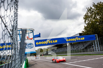 11/10/2020 - 74 Broniszewski Michael (pol), Cadei Nicola (ita), Perel David (zaf), Kessel Racing, Ferrari 488 GTE Evo, action drapeau bleu blue flag during the 2020 4 Hours of Monza, 4th round of the 2020 European Le Mans Series, from October 9 to 11, 2020 on the Autodromo Nazionale di Monza, Italy - Photo Germain Hazard / DPPI - 4 HOURS OF MONZA, 4TH ROUND OF THE 2020 EUROPEAN LE MANS SERIES - SUNDAY - ENDURANCE - MOTORI
