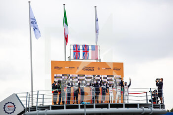11/10/2020 - 22 Hanson Phil (gbr), Albuquerque Filipe (prt), United Autosport, Oreca 07 Gibson, action 32 Owen William (usa), Brundle Alex (gbr), Van Uitert Job (nld), United Autosport, Oreca 07 Gibson, action 27 Hedman Henrik (swe), Hanley Ben (gbr), Milesi Charles (fra), Dragonspeed USA, Oreca 07 Gibson, action podium during the 2020 4 Hours of Monza, 4th round of the 2020 European Le Mans Series, from October 9 to 11, 2020 on the Autodromo Nazionale di Monza, Italy - Photo Germain Hazard / DPPI - 4 HOURS OF MONZA, 4TH ROUND OF THE 2020 EUROPEAN LE MANS SERIES - SUNDAY - ENDURANCE - MOTORI
