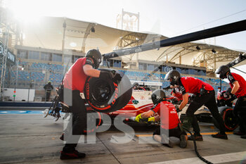 27/03/2021 - Alfa Romeo Racing ORLEN Team, ambiance pitstop during Formula 1 Gulf Air Bahrain Grand Prix 2021 from March 26 to 28, 2021 on the Bahrain International Circuit, in Sakhir, Bahrain - Photo Florent Gooden / DPPI - FORMULA 1 GULF AIR BAHRAIN GRAND PRIX 2021 - FORMULA 1 - MOTORI